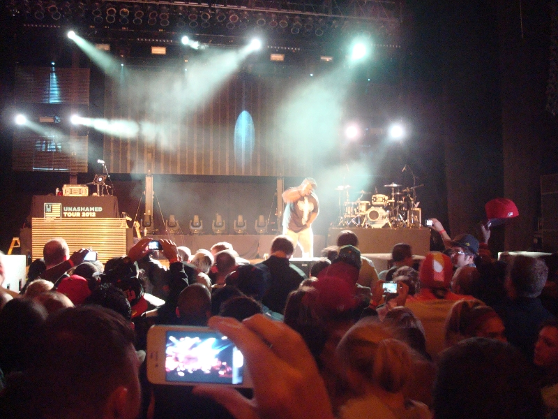 Thi\'sl Gets the Crowd Going - Unashamed Tour 2012