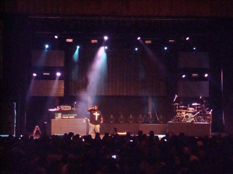 Thi\'sl Keeps the Crowd Jumpin\' - Unashamed Tour 2012